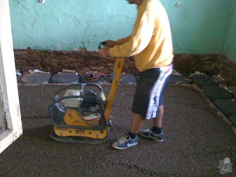 Vybourání podlah, zhotovení nových a položení kanalizace: IMG_0812