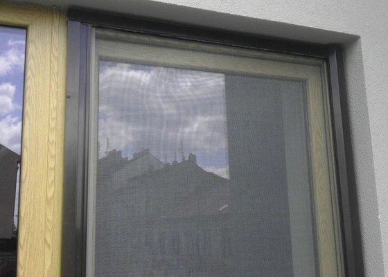 Dodávka a následná montáž dveřních sítí proti hmyzu