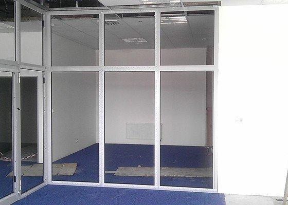 Montáž AL oken a dveří ve výrobní hale