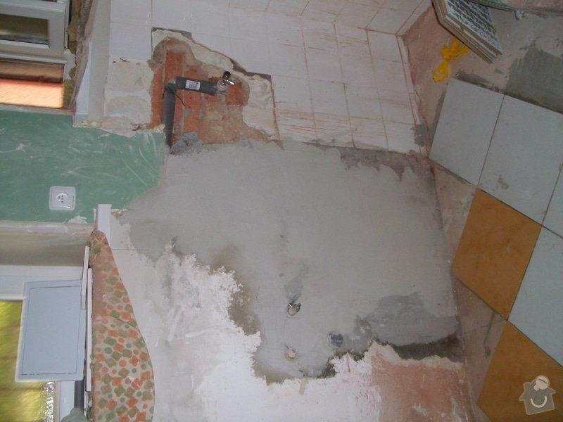 Obložení zděného sprch. koutu 1m2 do výšky cca 2m, vč. instalace sprch. baterie a odpadu,přesun el. zásuvek : 036