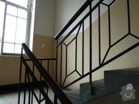 Drobné opravy na chodbě domu (obložení, zábradlí, malba): P1020858