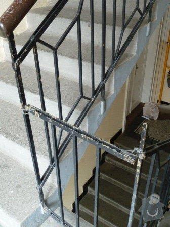 Drobné opravy na chodbě domu (obložení, zábradlí, malba): P1020860