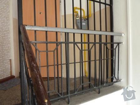 Drobné opravy na chodbě domu (obložení, zábradlí, malba): P1020862