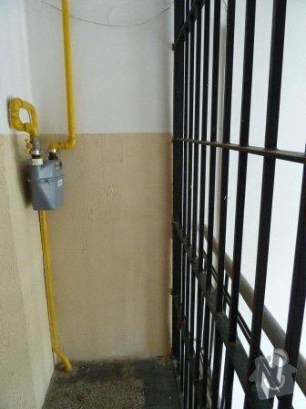 Drobné opravy na chodbě domu (obložení, zábradlí, malba): P1020863