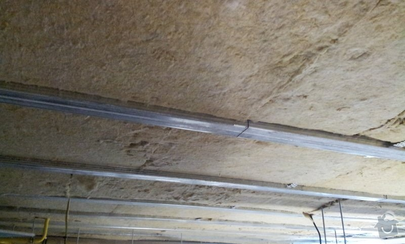 Odhlučnění stropu 30 m2 - mezi kotelnou a bytem nad kotelnou: 20120620_092651