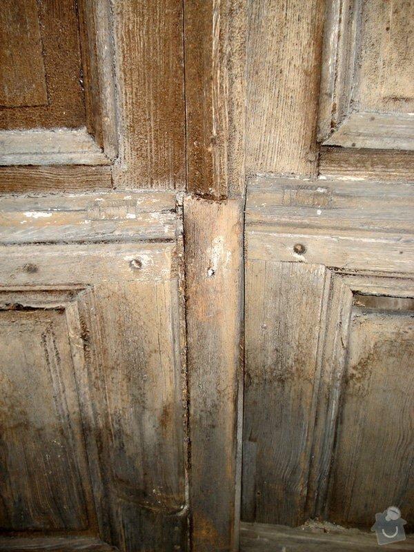 Repase vstupních dvěří do věže kostela: DSC02546