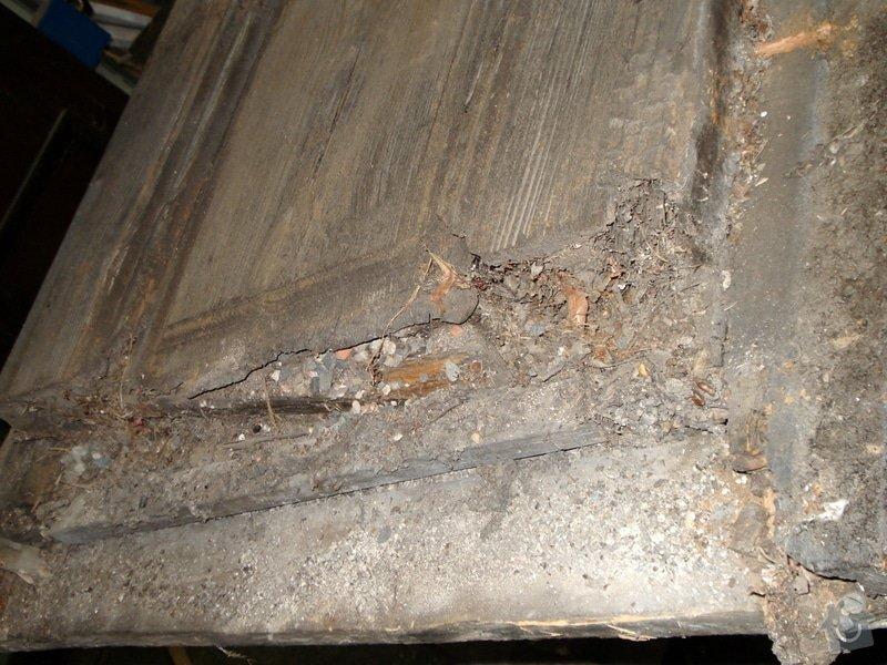 Repase vstupních dvěří do věže kostela: DSC02563