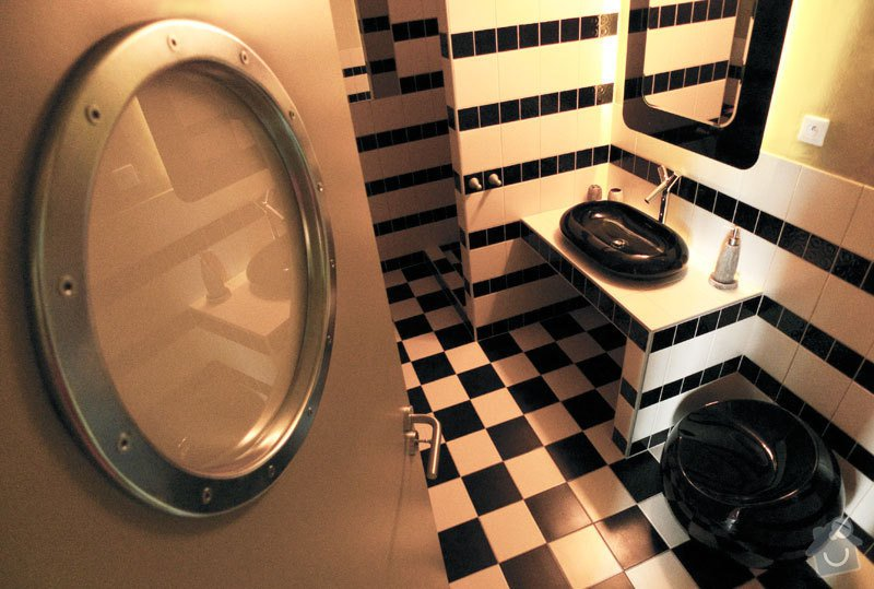 Atypický mezonetový apartmán: koupelna2