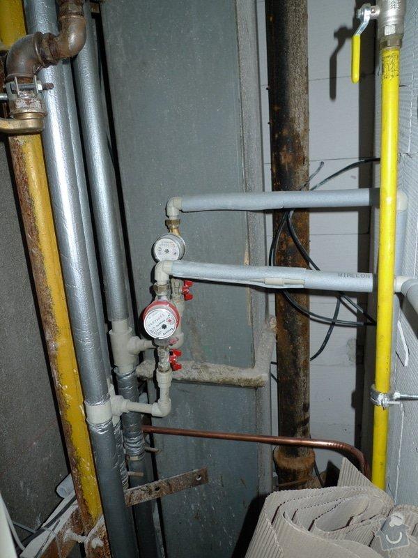 Překlad vody, odpadu, plynu a elektriky, odstranění obkladaček.: P1010172