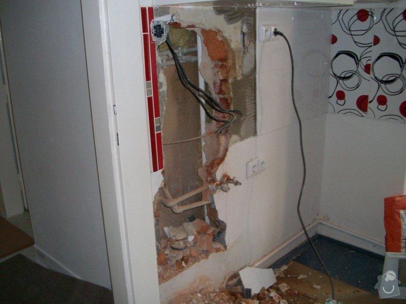 Obložení zděného sprch. koutu 1m2 do výšky cca 2m, vč. instalace sprch. baterie a odpadu,přesun el. zásuvek : 021