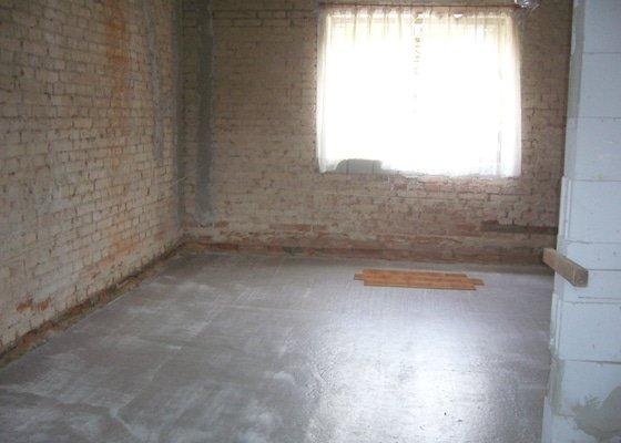 Vylití provětrávané podlahy, postupně 3 vrstvy betonu