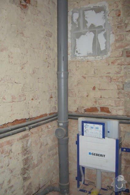 Koupelna - rozvody vody, ÚT, odpady: P1070537