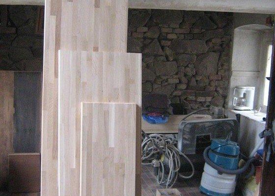 Obroušení dubové pracovní desky