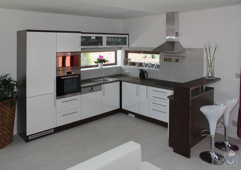 Kuchyňská linka: Kuchyn-Bila-lesk-wenge