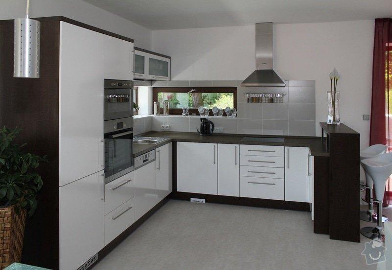 Kuchyňská linka: Kuchyn-bila-lesk-wenge1