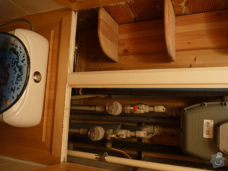 Závěsný záchod (atypická nádržka): P1360774