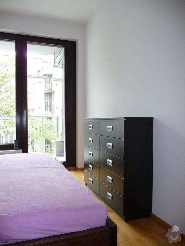 Vestavěné skříně a komoda: komoda_do_loznice