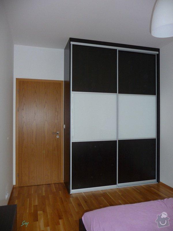 Vestavěné skříně a komoda: vestavena_skrin_loznice