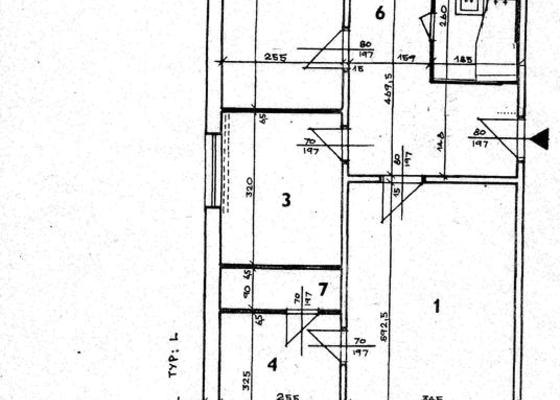 Rekonstrukce bytu - podlah (stěrkování a položení PVC 22m2 a plovoucí podlahy 30m2a koberce 20m2) a dveří (troje posuvné dveře z toho jedny do pouzdra)