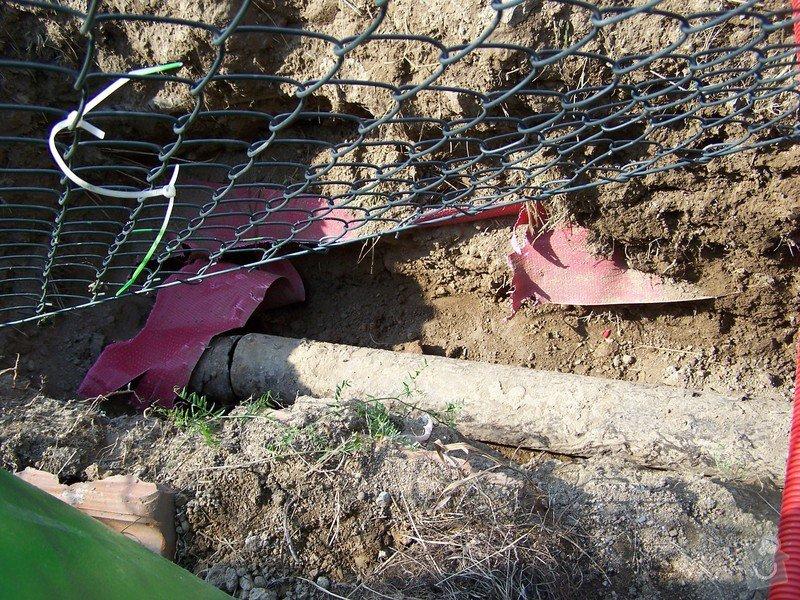 Výměna kanalizace, položení nové přípojky vody: 101_6955