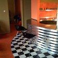 Atypicky mezonetovy apartman doplneni bar z nerezu a hliniku bar 0142