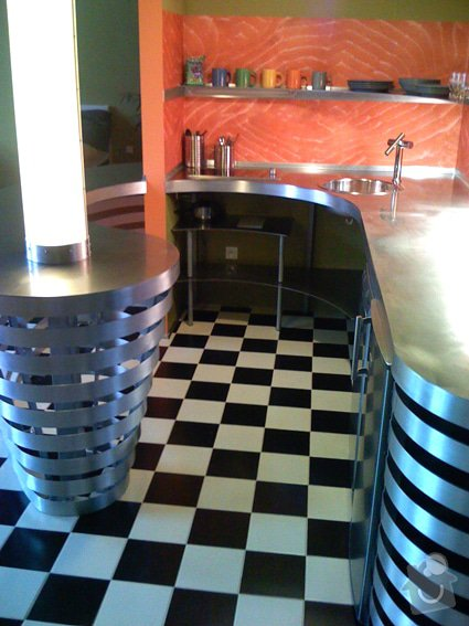 Atypický mezonetový apartmán - doplnění - bar z nerezu a hliníku: Bar_kuchynka_0141