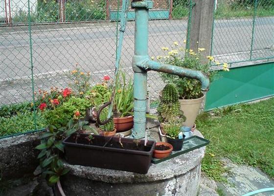 Oprava ruční pumpy zn. Standard u studny