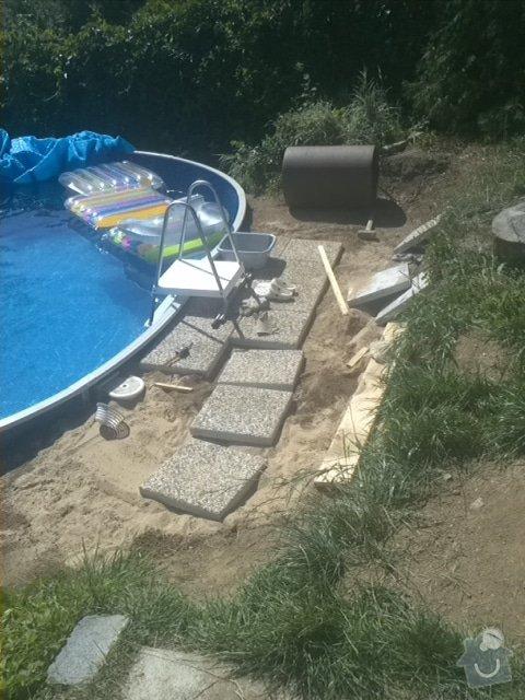 Položení vymývané dlažby kolem bazénu: IMG099