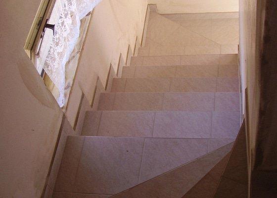 Položení dlažby na schody