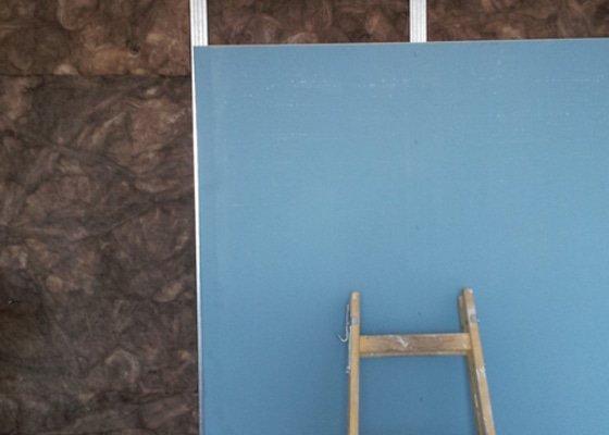 Odhlučnění mezibytové stěny v ložnici