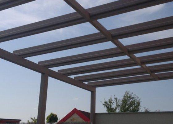 Zastřešená terasa u rodinného domu Plzeň