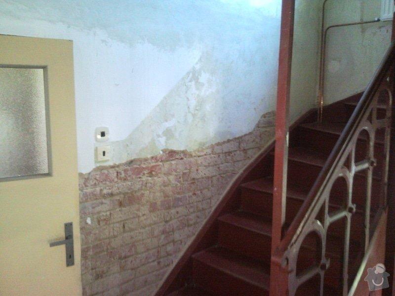 Sanační omítku cca 8m2,falešnou stěnu za sadrokartonu 8m2,malování schodiště včetně škrabání.: SNC00053