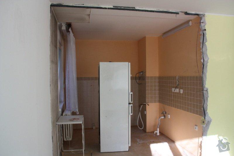 Zednické práce rekonstrukce paneláková kuchyně, oprava štuku (ložnice 12 m2 a malá chodba): IMG_4496