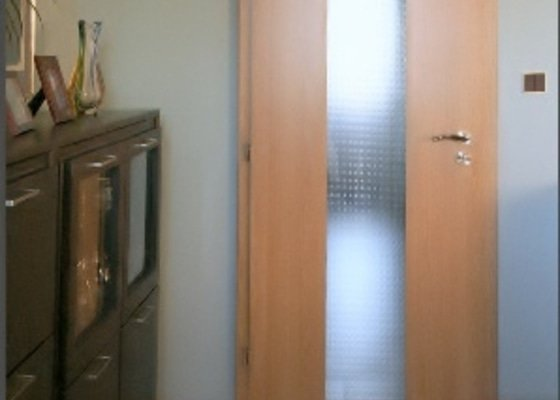 Dodávka a montáž vnitřních dveří vč.obložkových zárubní-Komárov