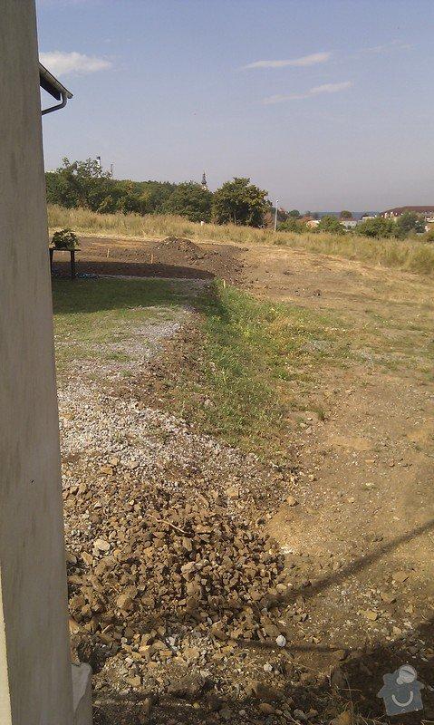 Vystavba plotu z poplastovaneho pletiva, cca 25m a 35m: IMG_20120822_104202