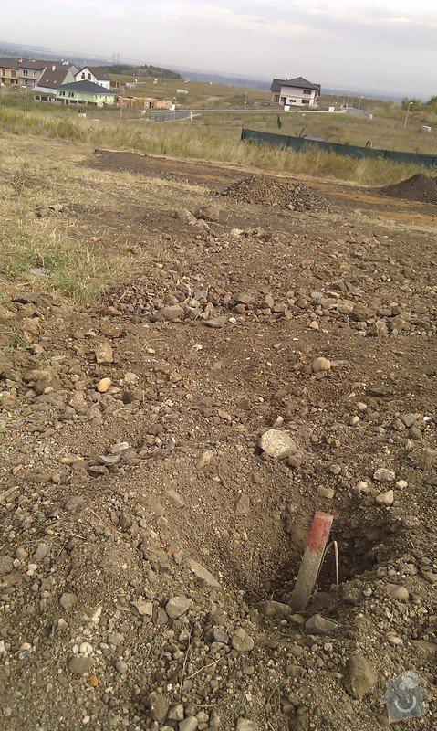 Vystavba plotu z poplastovaneho pletiva, cca 25m a 35m: IMG_20120822_104336