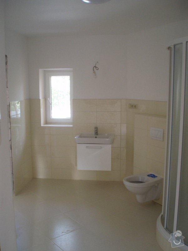 Obkládání a zkompletování koupelny a kuchyně.: P8220024