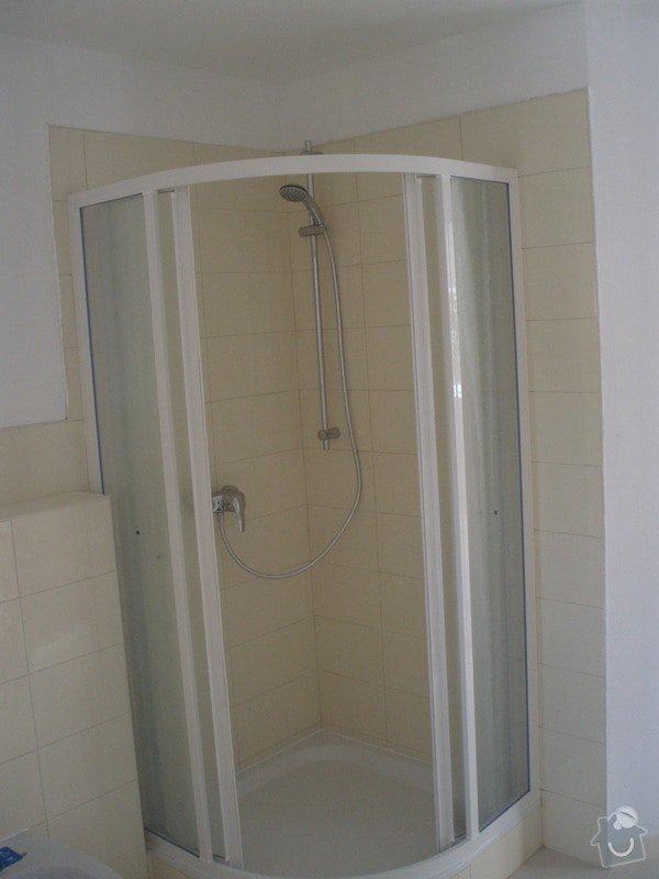 Obkládání a zkompletování koupelny a kuchyně.: P8220027