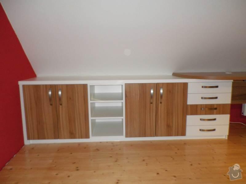 Dětský pokojíček - stůl a skříň: 1