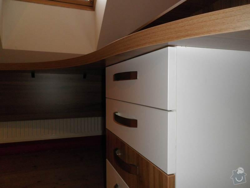 Dětský pokojíček - stůl a skříň: 2