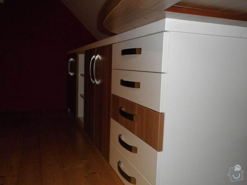 Dětský pokojíček - stůl a skříň: 3