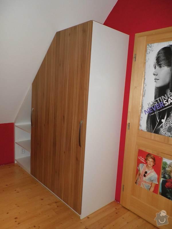 Dětský pokojíček - stůl a skříň: 9