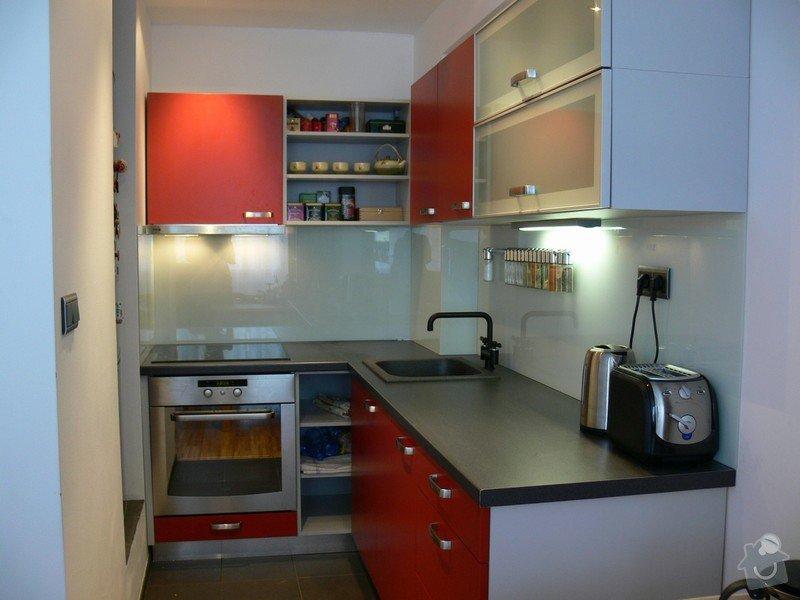 Kuchyňská linka na míru, vestavná šatní skříň: kuchyne-material_NE_NAVRH
