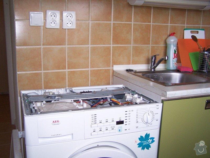 Instalace pracovní desky v kuchyni a oprava baterie: 100_6910