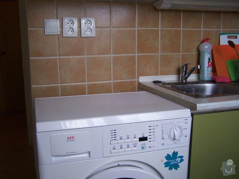 Instalace pracovní desky v kuchyni a oprava baterie: 100_6911