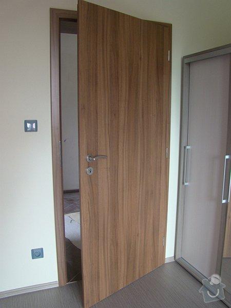 Dodávka vnitřních dveří CPL ořech a dřevěné zábradlí: DSC09018-001