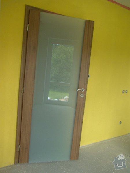 Dodávka vnitřních dveří CPL ořech a dřevěné zábradlí: DSC09021-004
