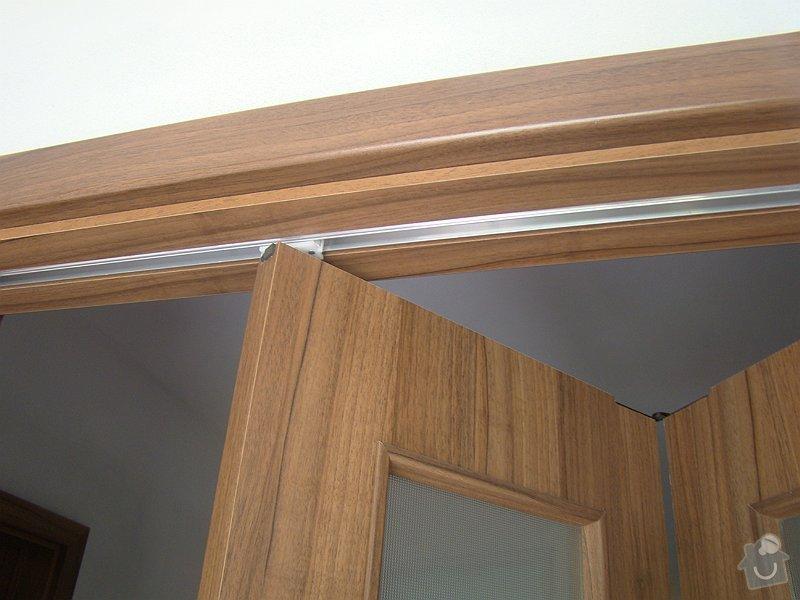 Dodávka vnitřních dveří CPL ořech a dřevěné zábradlí: DSC09025-008