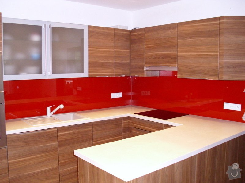 Skleněný obklad za kuchyňskou linku: IMG_0644