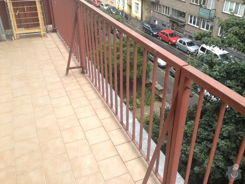 Nátěry zábradlí (lodžie, balkóny) a kovového plotu (dvůr) : IMG_0872